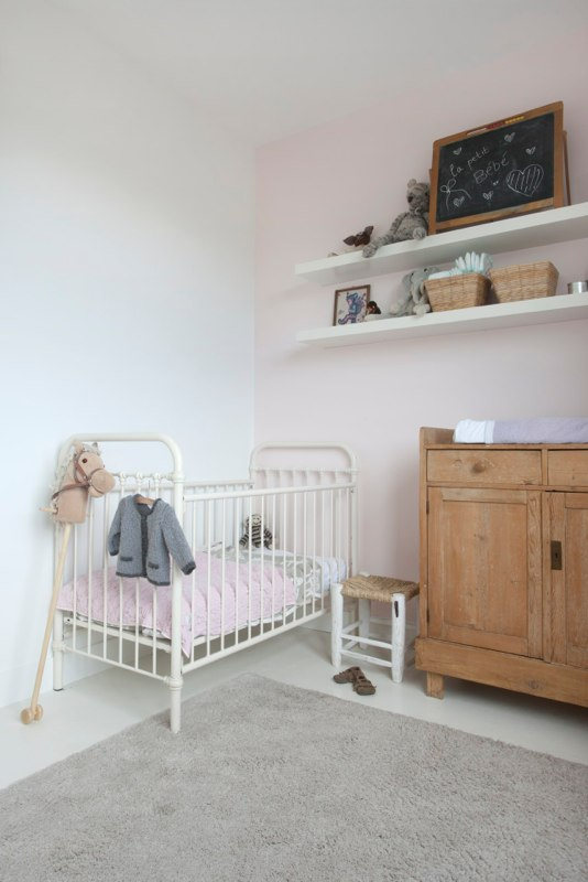 Vintage & light pink bedroom| home of studiowolk.nl | photo by Celine Nuberg